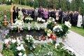 В день рождения Бразаускаса – молитвы и гимн на кладбище