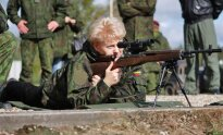 President Dalia Grybauskaitė is trying out the semi-automatic weapon M14L1