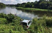 Vilniuje automobilis įvažiavo į Nerį
