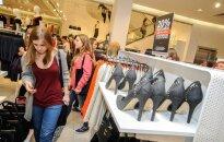 H&M в Эстонии: озверевшая толпа срывала одежду с вешалок