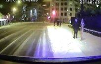 Ночью в Риге полицейские задержали голую женщину
