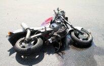 Пьяный мотоциклист врезался в автомобиль