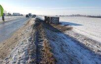 Via Baltica превратилась в каток, с дороги съехали тягачи