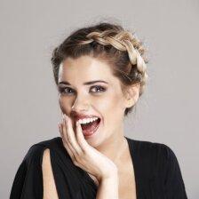 3 stilingos šukuosenos: kasdienė, laisvalaikio ir puošni (video)