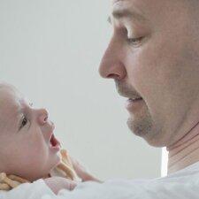 Ar tikrai tėtis vaikui toks pat svarbus, kaip mama?
