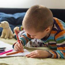 Specialistai sunerimę: vis daugiau mokinių nemoka tinkamai laikyti rašymo priemonės