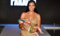 Модель покормила младенца грудью прямо на подиуме