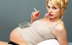 Šokiruoja: nėščioji geria ir rūko tik todėl, kad laukiasi berniuko
