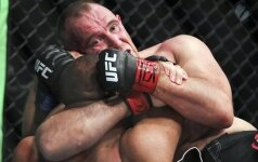 Российский боец первым в UFC выиграл с помощью удушения Иезекииля