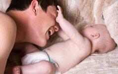 Interneto sensacija: tėčio kova su kūdikiu VIDEO