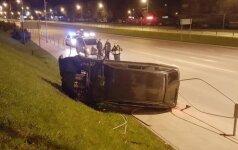 В Алитусе ночью перевернулся автомобиль