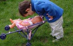 Berniukas žaidžia mergaitiškus žaidimus: kaip reaguoti
