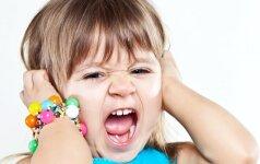 Pataikaujantys vaikui tėvai užaugina jam ragus