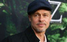 Besiskiriančio Brado Pitto moterys nepalieka ramybėje