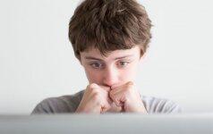 Sužinoję apie patyčias, kai kurie tėvai sureaguoja netinkamai: psichologės komentaras