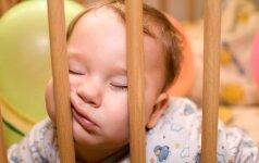 Kurią valandą migdyti vaikus ir kiek jie turi išmiegoti per parą