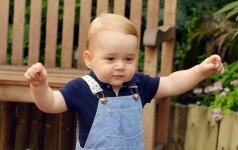 Gimtadienio proga paviešinta naujausia mažojo princo nuotrauka FOTO