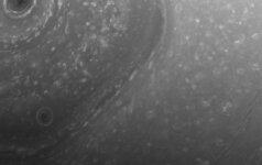 Кассини передала на Землю снимки бури на Сатурне