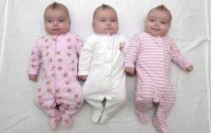 Tėvai sugalvojo originalią išeitį, kaip nesupainioti vienodų trynukų