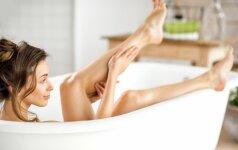 Kojų tinimo simptomai paūmėja vasarą, o jų nepaisant – progresuoja.