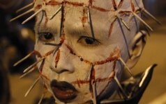 Zombių eitynėse baisiomis kaukėmis puošiasi ir vaikai FOTO