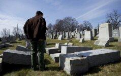 Žydų kapinėse Filadelfijoje išvartyti antkapiai