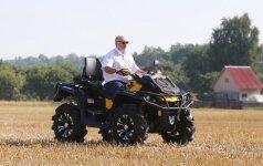 Лукашенко выехал в поле на квадроцикле, сына Колю усадил в комбайн