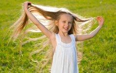 Neįtikėtinai ilgus plaukus turinti mama ir trys jos dukterys stebina aplinkinius