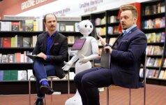 Knygyne įdarbintas robotas Peperis