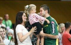 Jaunas tėtis Mantas Kalnietis kreipiasi į vaikus ir vairuotojus VIDEO