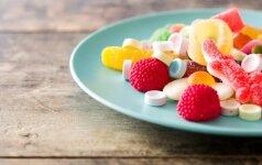 Lietuvos vaikai suvartoja keturiskart daugiau cukraus už normą: kur ir kiek jo pridėta