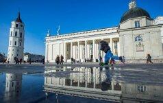 Солнечная погода: люди вышли на улицы Вильнюса
