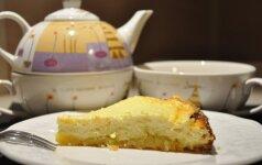 Varškės pyragas, kuris skanus ir šiltas, ir šaltas