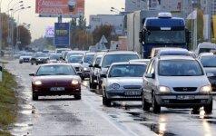 Eismas Kaune visiškai paralyžiuotas: susidūrė dar keturi automobiliai