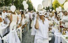 Baltas drabužių stilius: kaip rengtis jai ir jam?