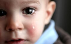 Vedamas į darželį vaikas klykia ir priešinasi kaip tik gali: psichologės patarimai