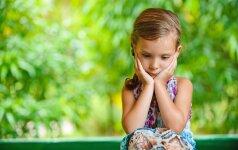 Kodėl negerai vaiką per daug kritikuoti ir per daug girti?