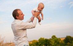 Interneto hitas: neįprasta kūdikio ir tėčio mankšta VIDEO