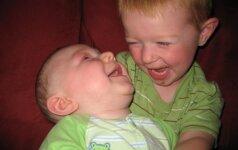 Berniuko meilė neįgaliam broliui sujaudino milijonus FOTO