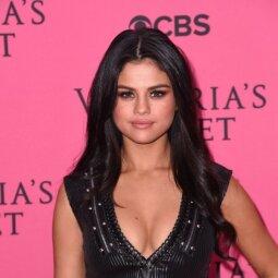 Dėl svorio sukritikuota Selena Gomez: vieniems gražu, kiti teigia, jog reikėtų suplotėti (FOTO)