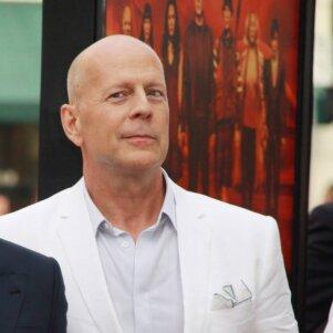 Dėl vienos iš savo dukrelių Bruce Willis tenka gerokai raudonuoti (FOTO)