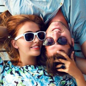5 merginų flirtavimo būdai, kurių vaikinai netoleruoja
