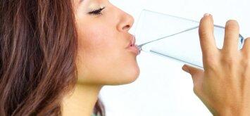 Vanduo žmogui gyvybiškai svarbus: kaip apskaičiuoti reikalingą skysčių kiekį