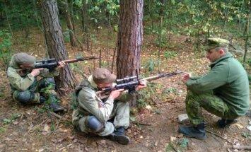 Lietuvos kariuomenės instruktorius su Ukrainos kariškiais