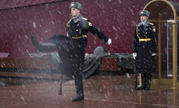 Change of guard near the Kremlin