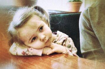 Vaikas nuliūsta ir pravirksta dėl kiekvienos smulkmenos: pataria psichologė