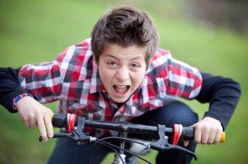 Vaikas ant dviračio: patarimai, kuriuos tėvai privalo žinoti net prikelti naktį