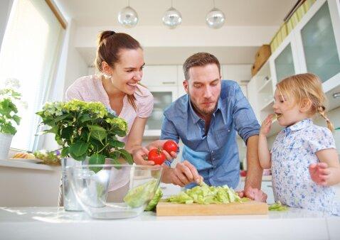 Skanūs ir nebrangūs patiekalai šeimai: rekomenduoja R.Bogušienė