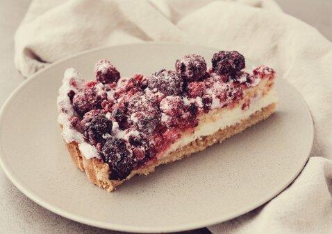 Pasakiškai skanus nekeptas vasaros uogų pyragas