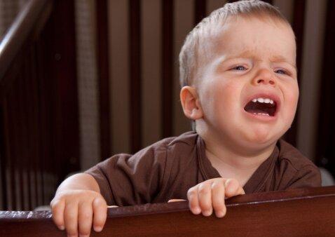Kodėl maži vaikai naktimis blogai miega: interviu, kuris ne vienam atvers akis